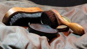 limpiar-calzado-cepillo